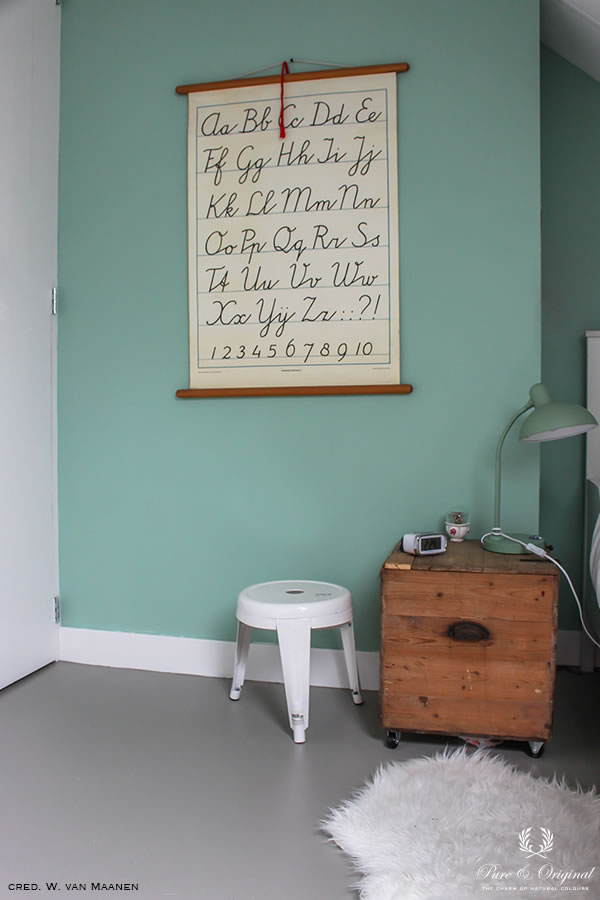 Floor Paint in the colour Silver Like, applied in the kids room