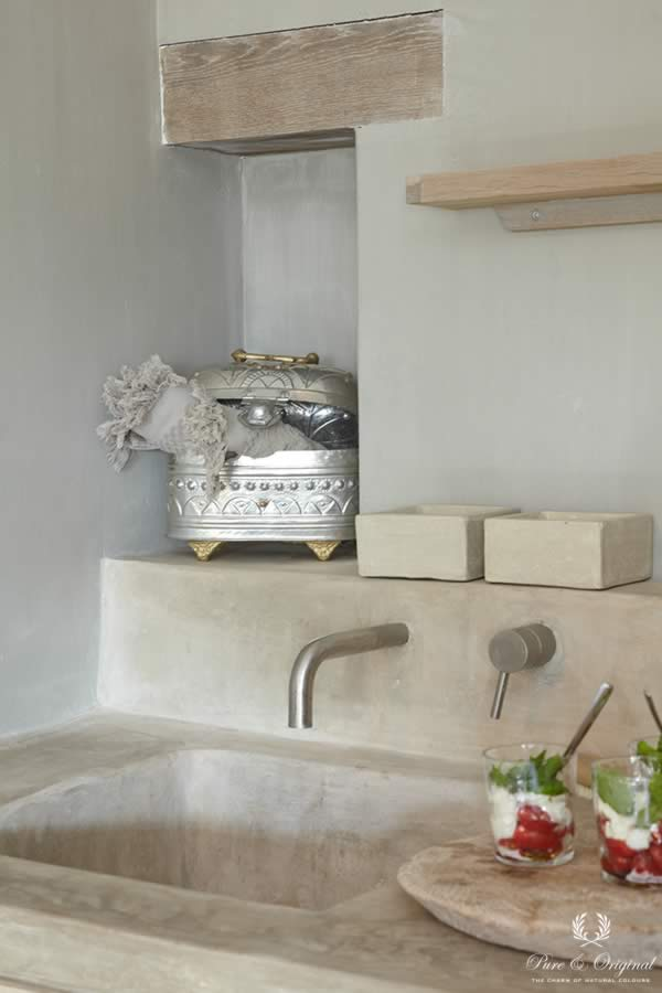Fresco lime paint in the colour Sea Foam, applied in the bathroom