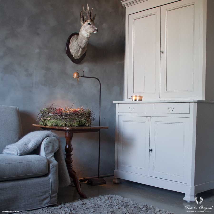 Traditional Paint in the colour Silk White and Fresco Thunder Sky, applied on the closet and wall
