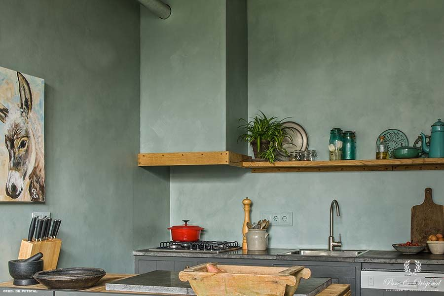 Fresco lime paint in the colour Blue Reef and Traditional Paint lacquer Thunder Sky, in the kitchen