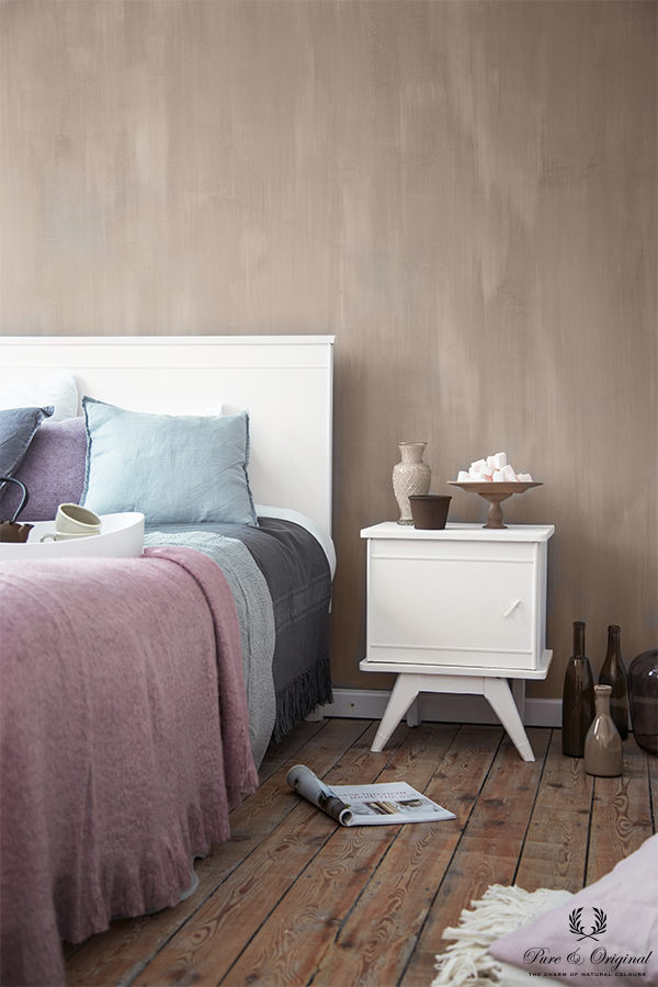 Fresco lime paint in the colour Old Romance, applied in the bedroom