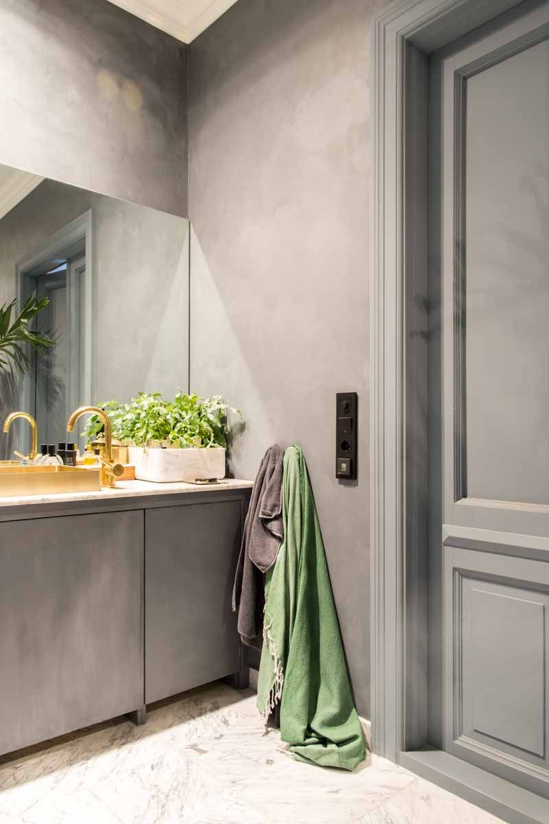 Entire bathroom in Fresco lime paint