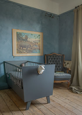 Lacquer Traditional Paint in the colour Country Blue and Lime paint Thunder Sky